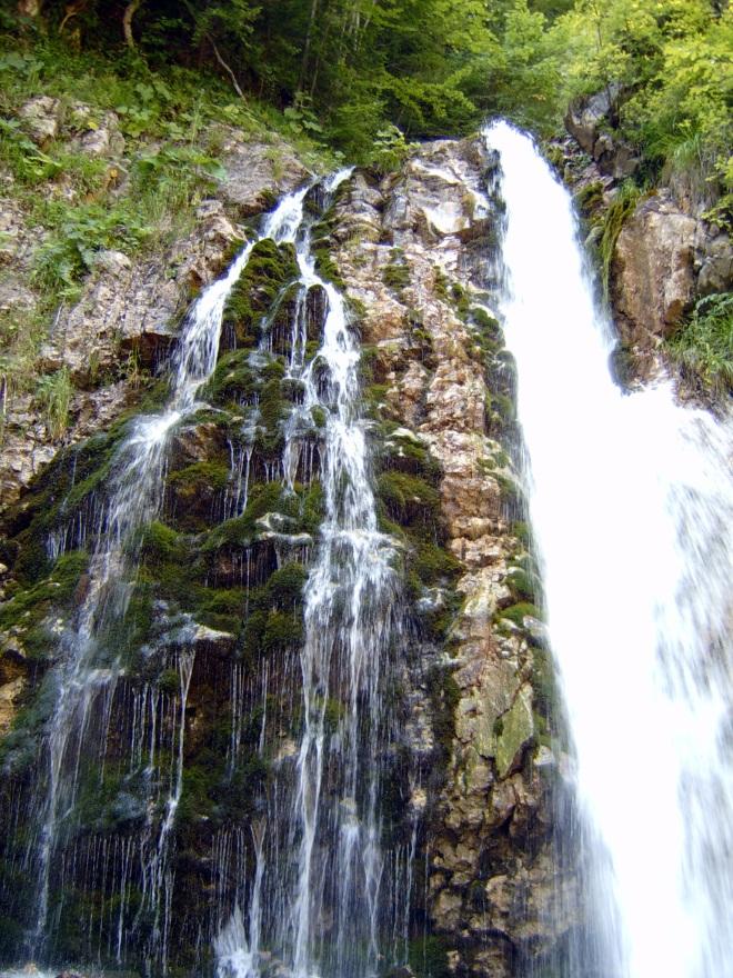 Drumetie la Cascada Urlatoarea